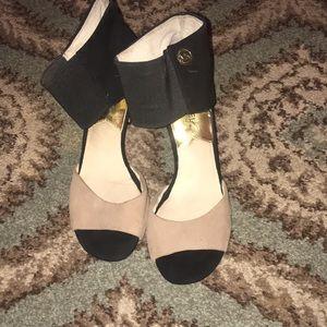 Michael Kors Black and Tan heels 👠